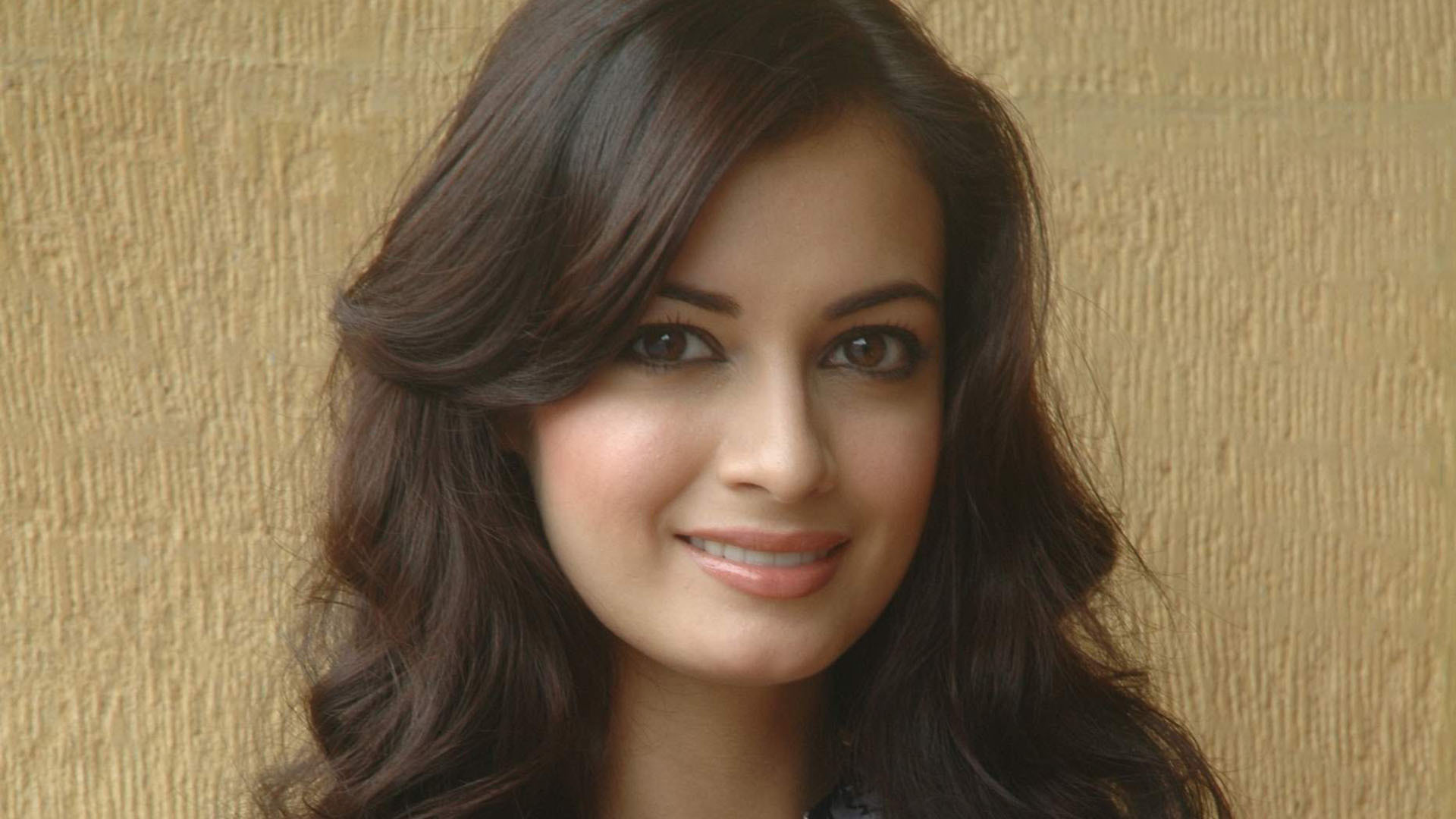 Dia Mirza Sexy Wallpapers