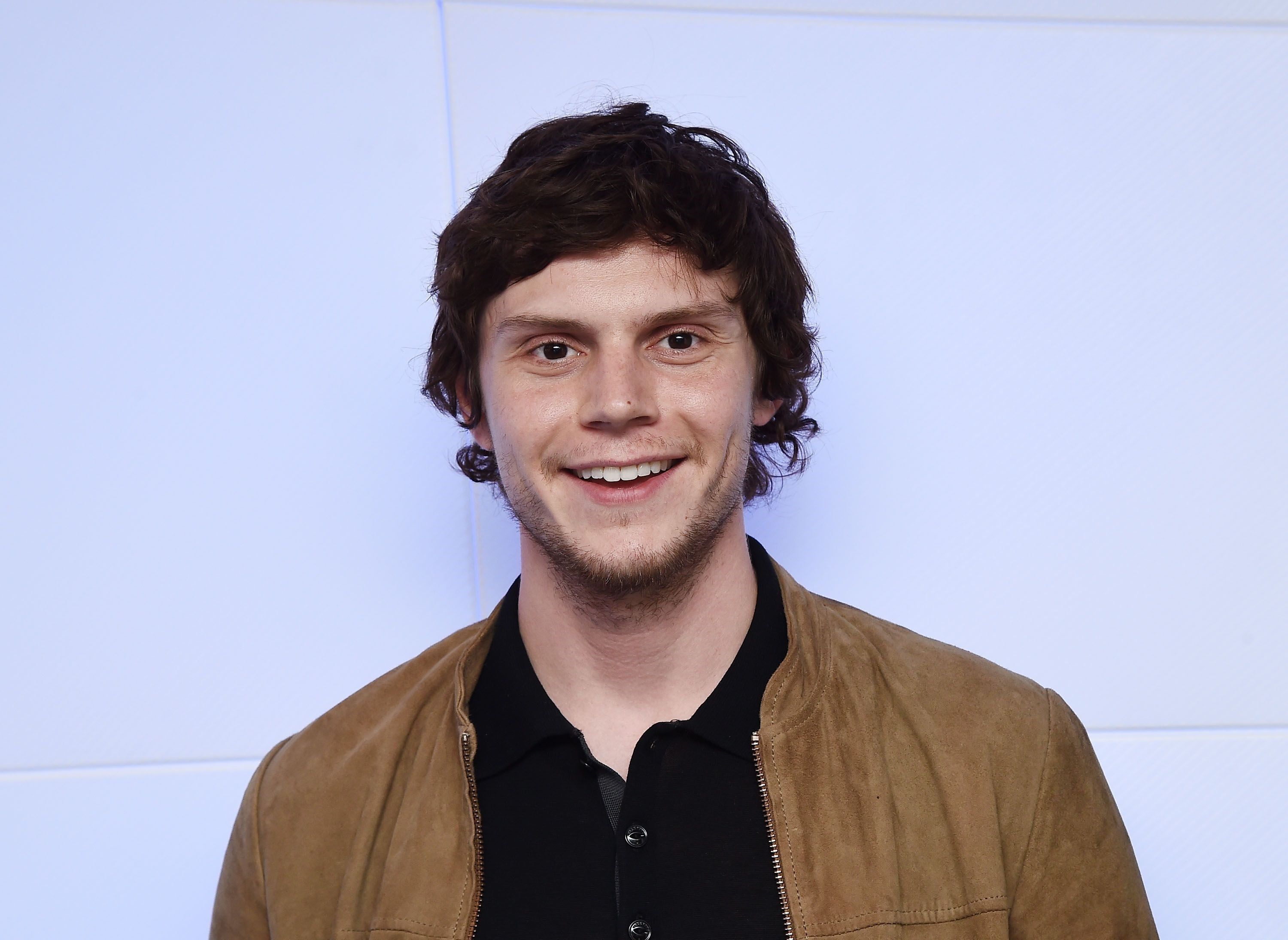 Evan Peters Desktop Images