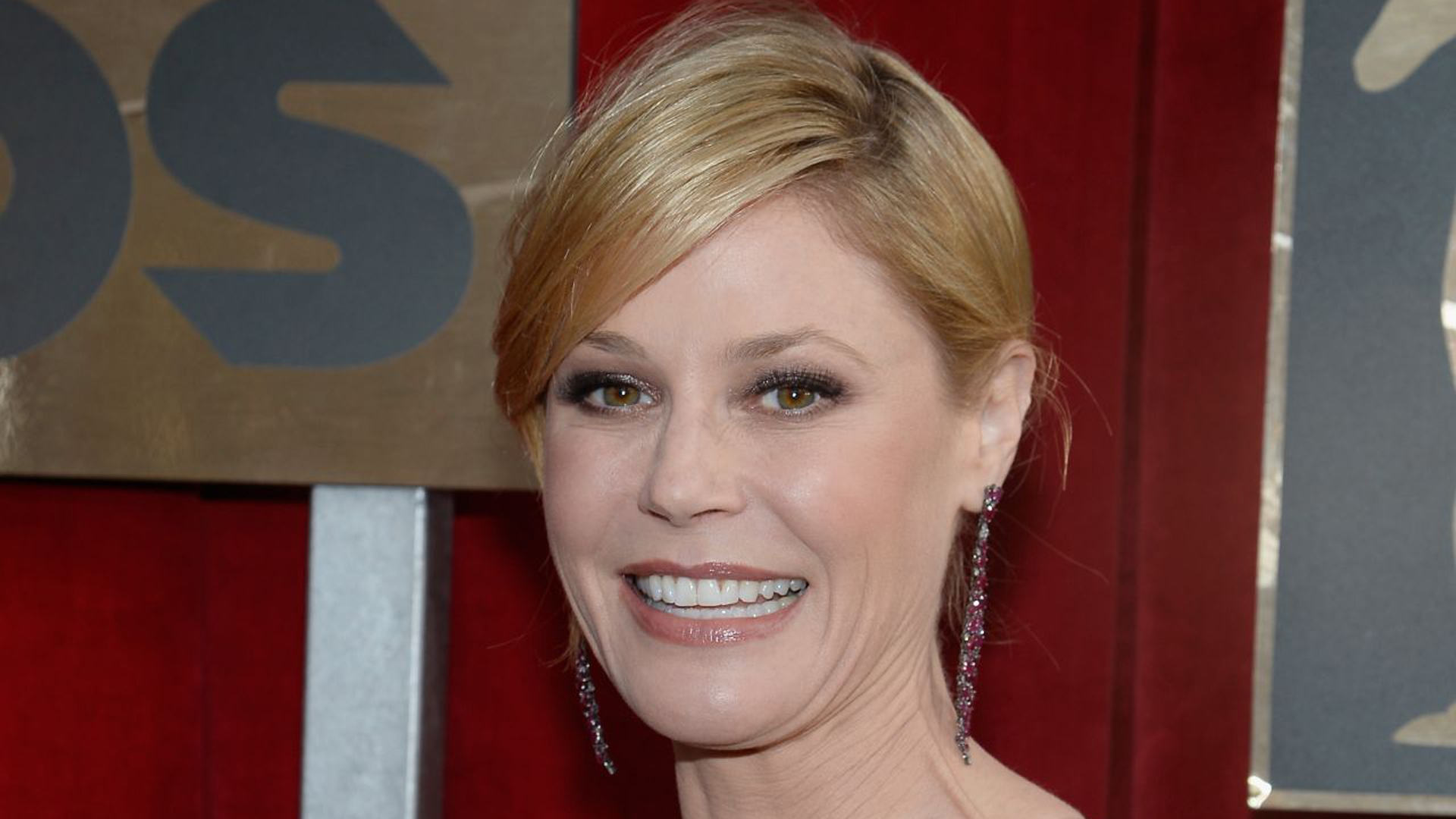 Julie Bowen Wallpapers Images Photos Pictures Backgrounds-9624