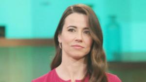 Linda Cardellini Background