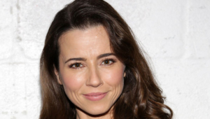 Linda Cardellini Hd Wallpaper