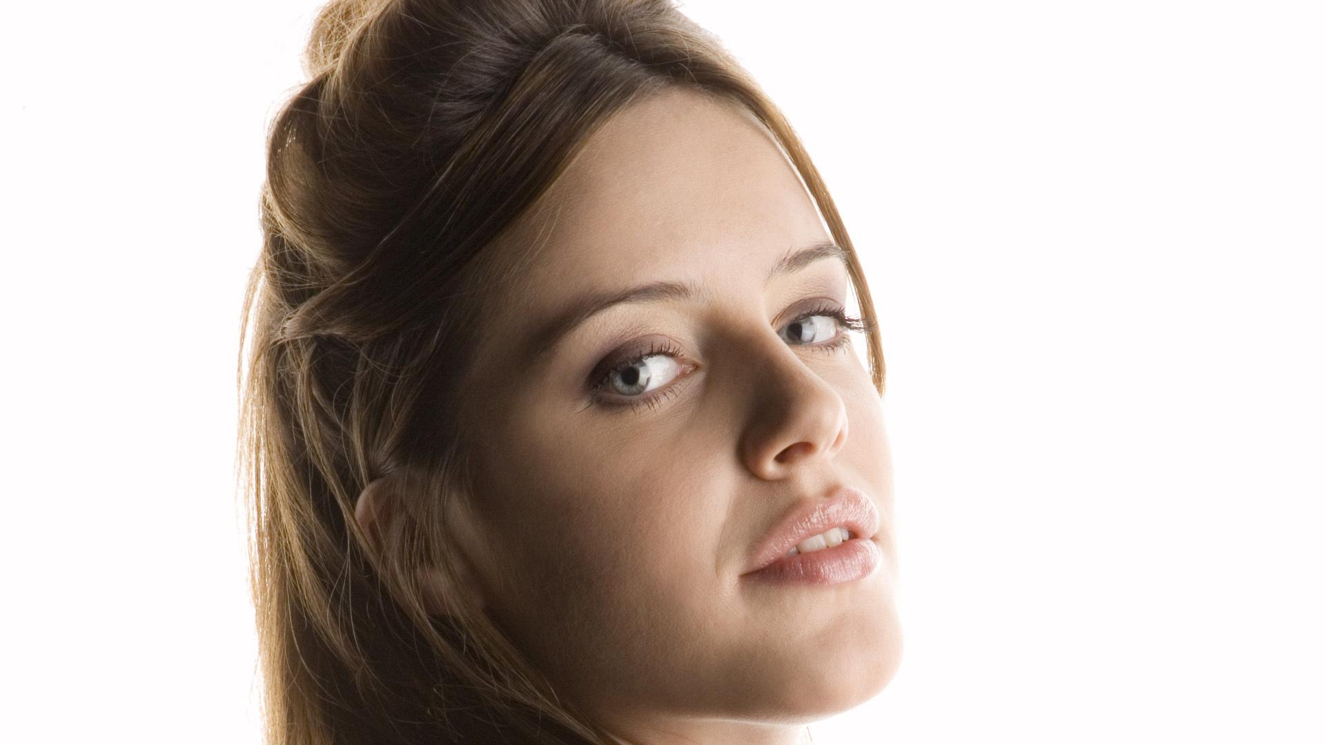 Michelle Ryan HD Deskto