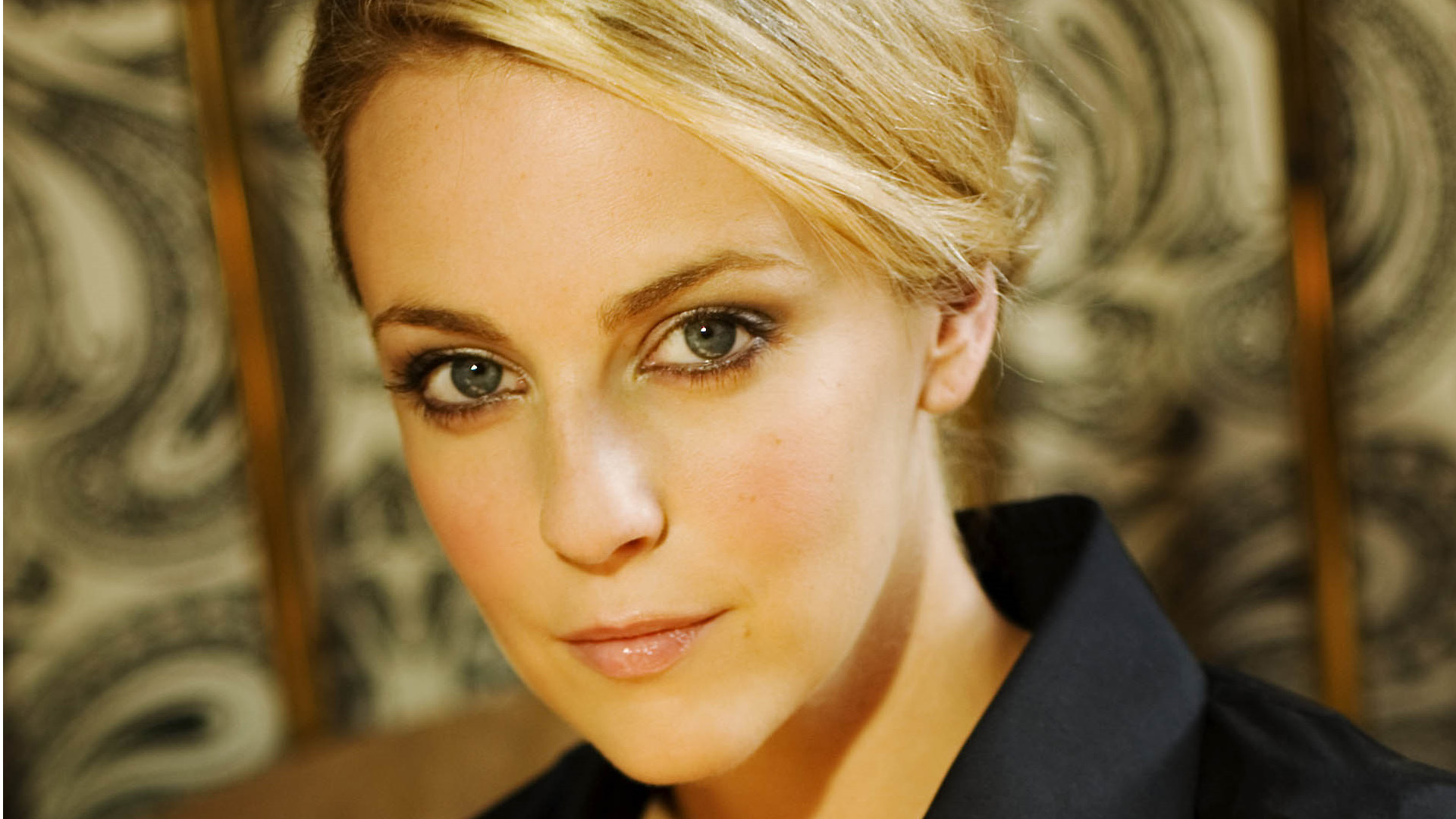 Miranda Raison HD Background
