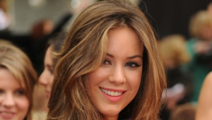 Roxanne Mckee HD Background