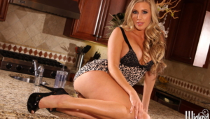 Samantha Saint Wallpaper