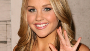 Amanda Bynes Hd Iphone