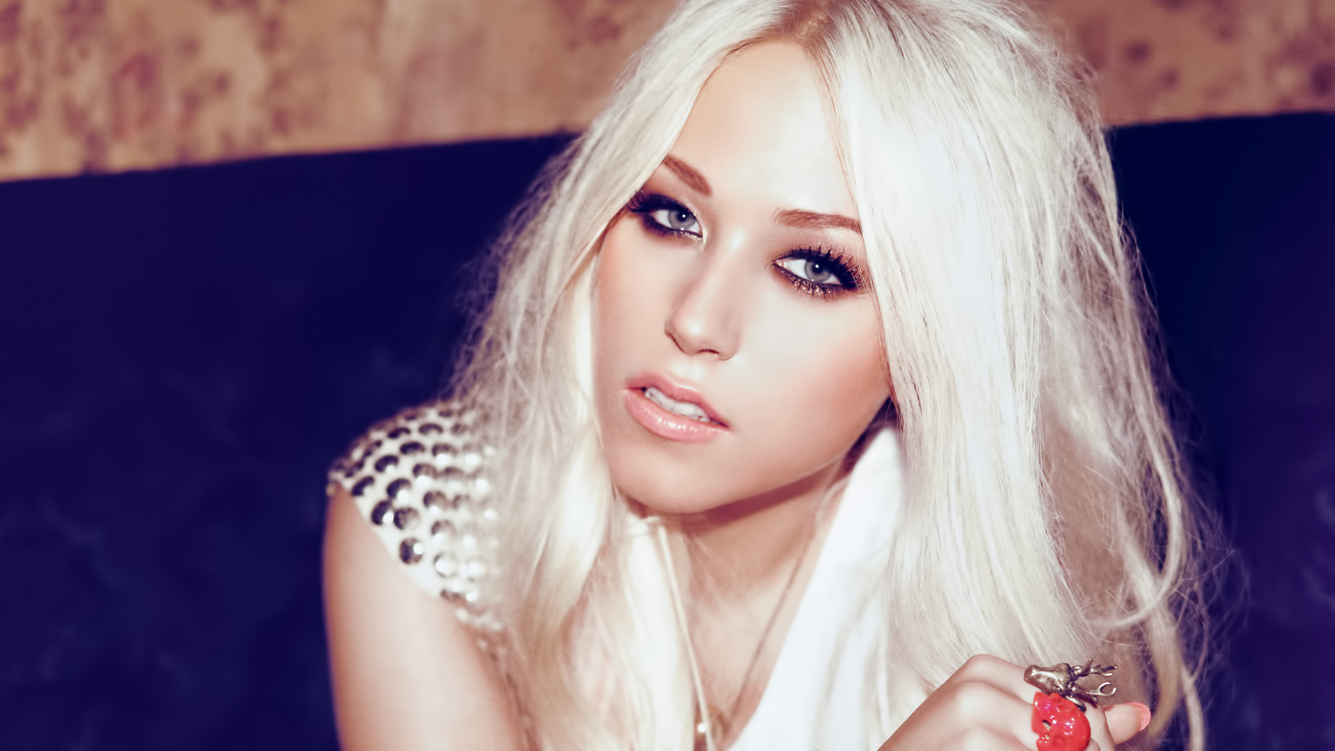 Amelia Lily Pictures