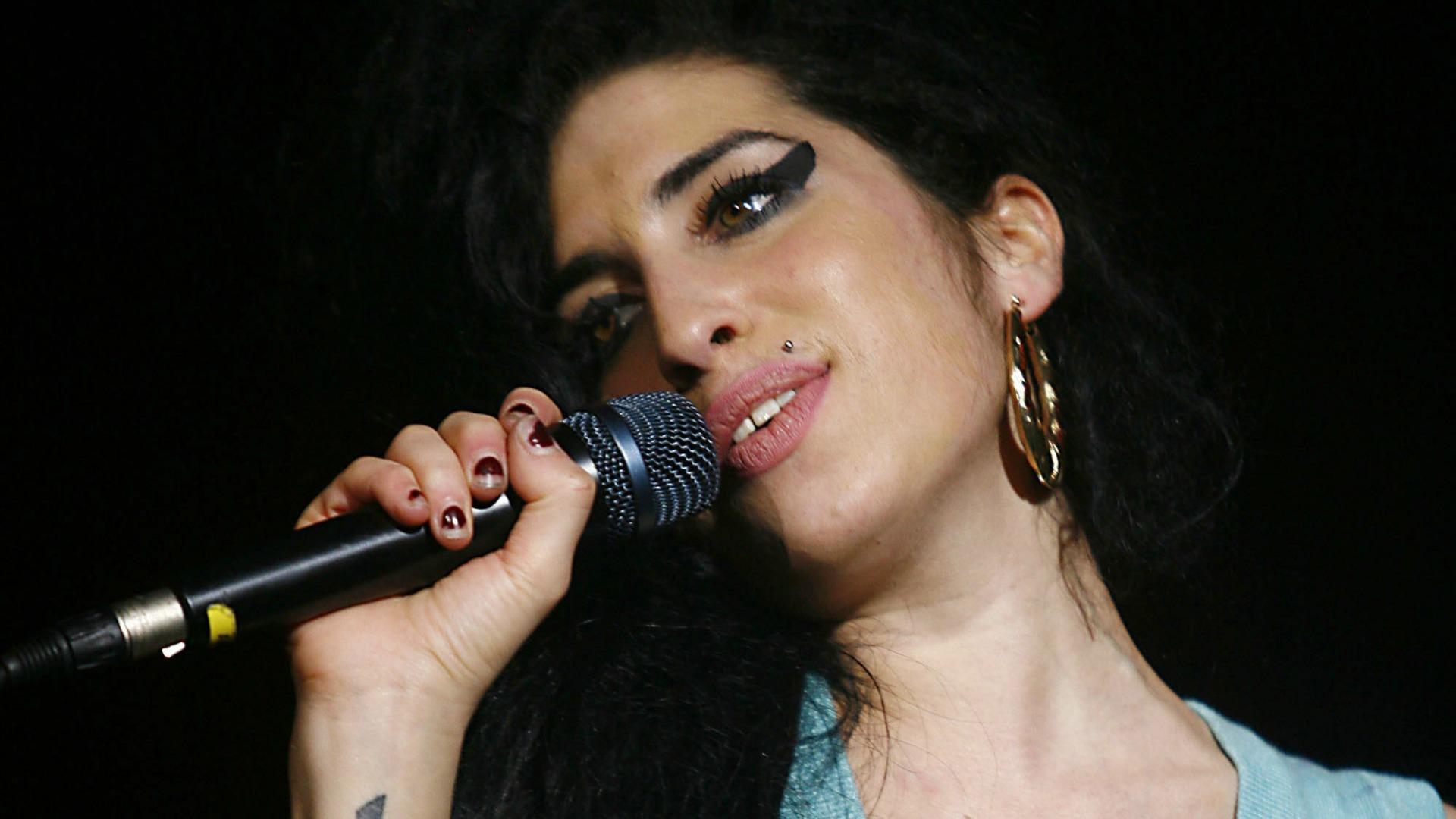 Amy Winehouse Hd Background