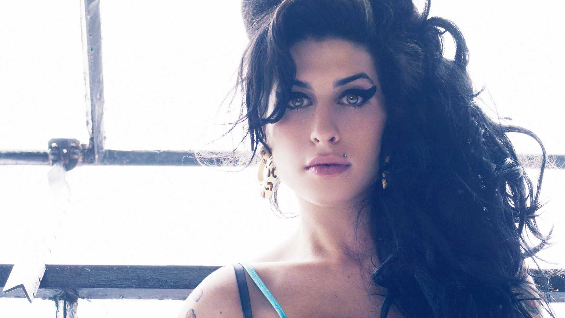 Amy Winehouse Sexy Images