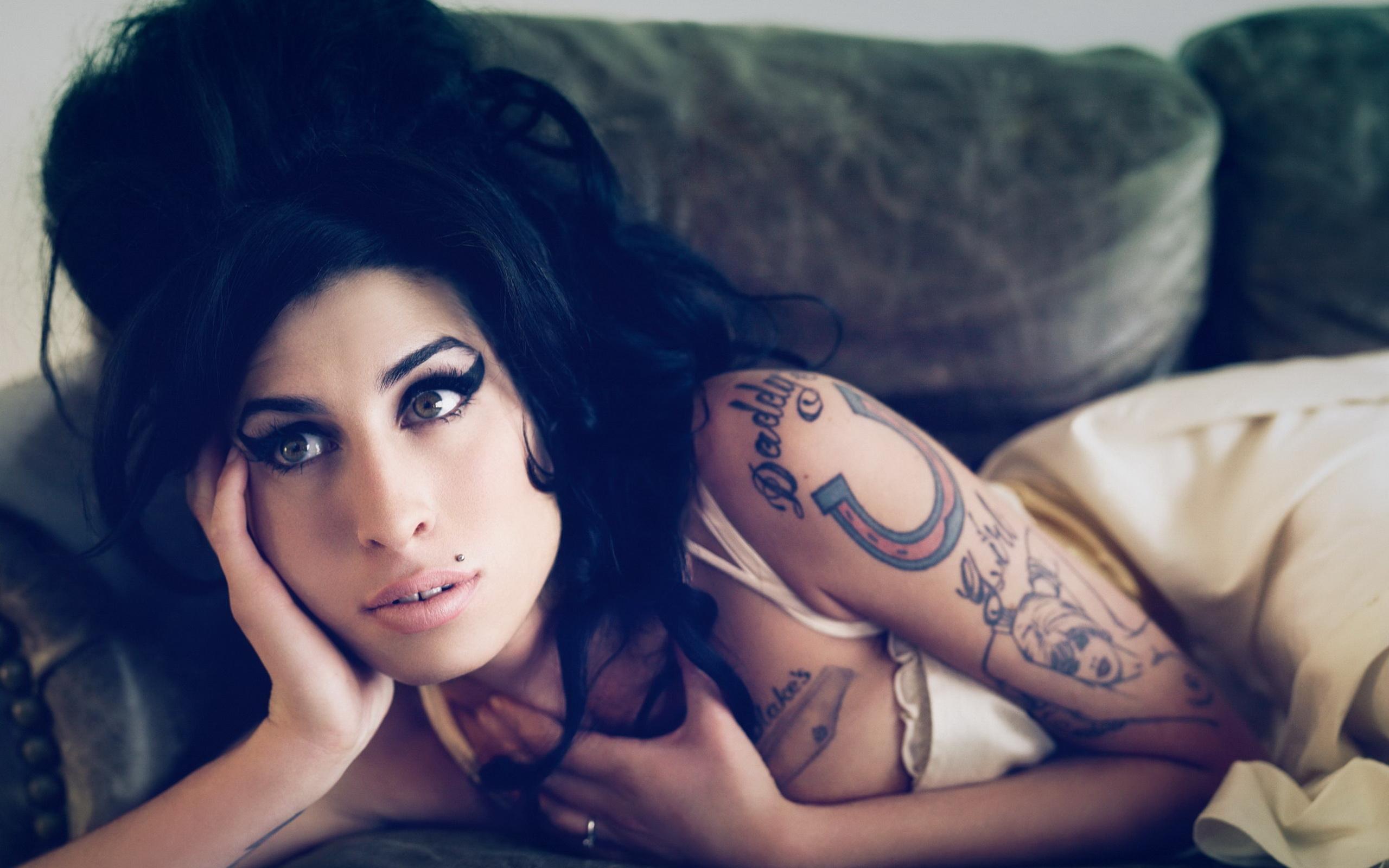 Amy Winehouse Uhd Wallpaper