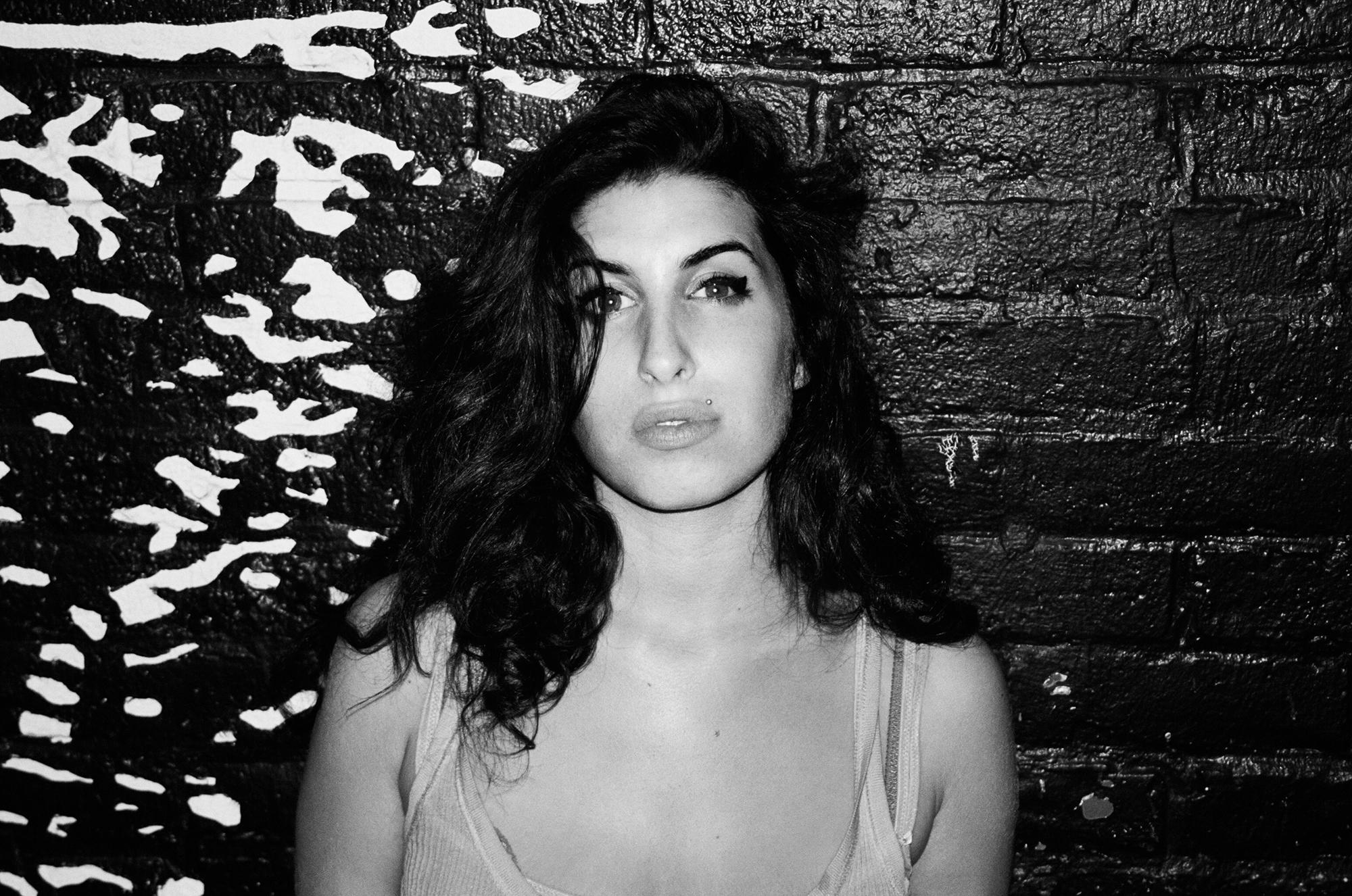 Amy Winehouse Wallpaper For Windows