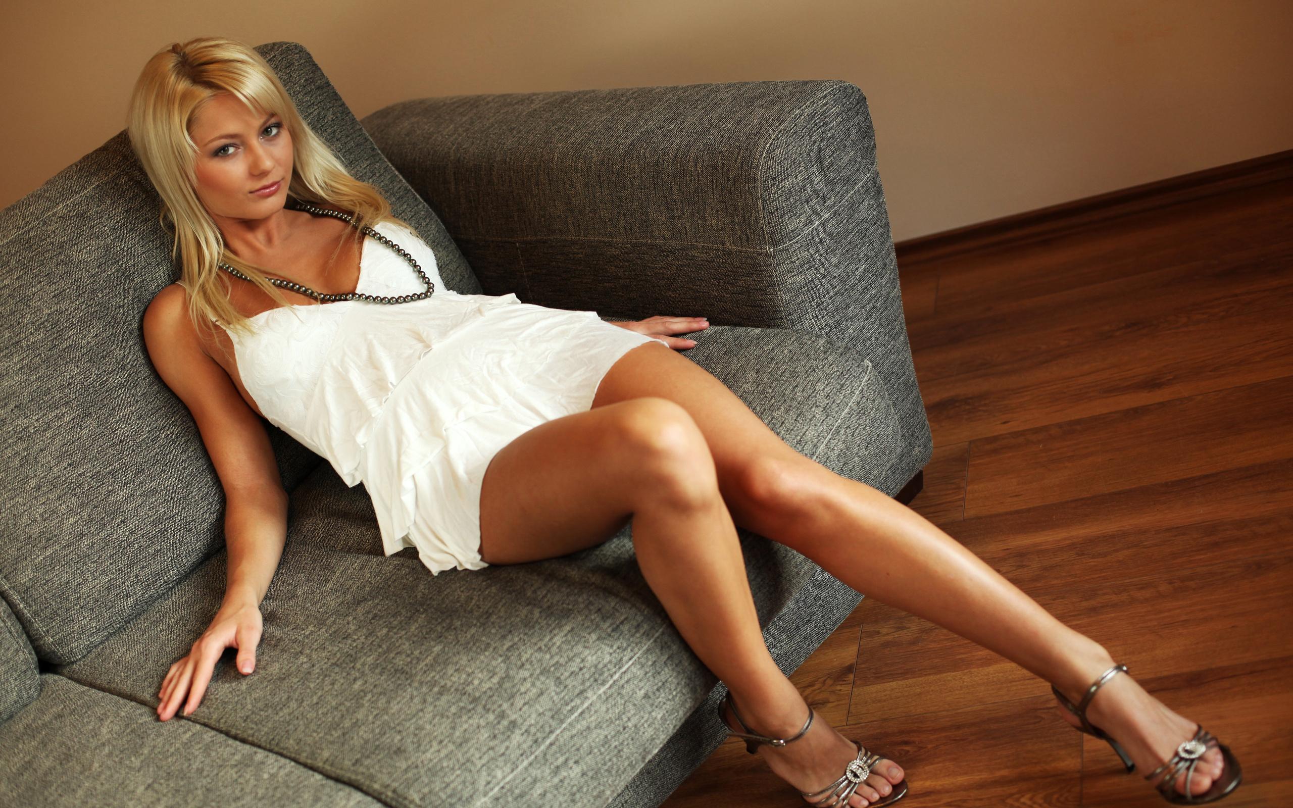 Annely Gerritsen Hot