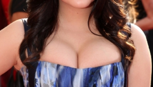 Ariel Winter Iphone Background