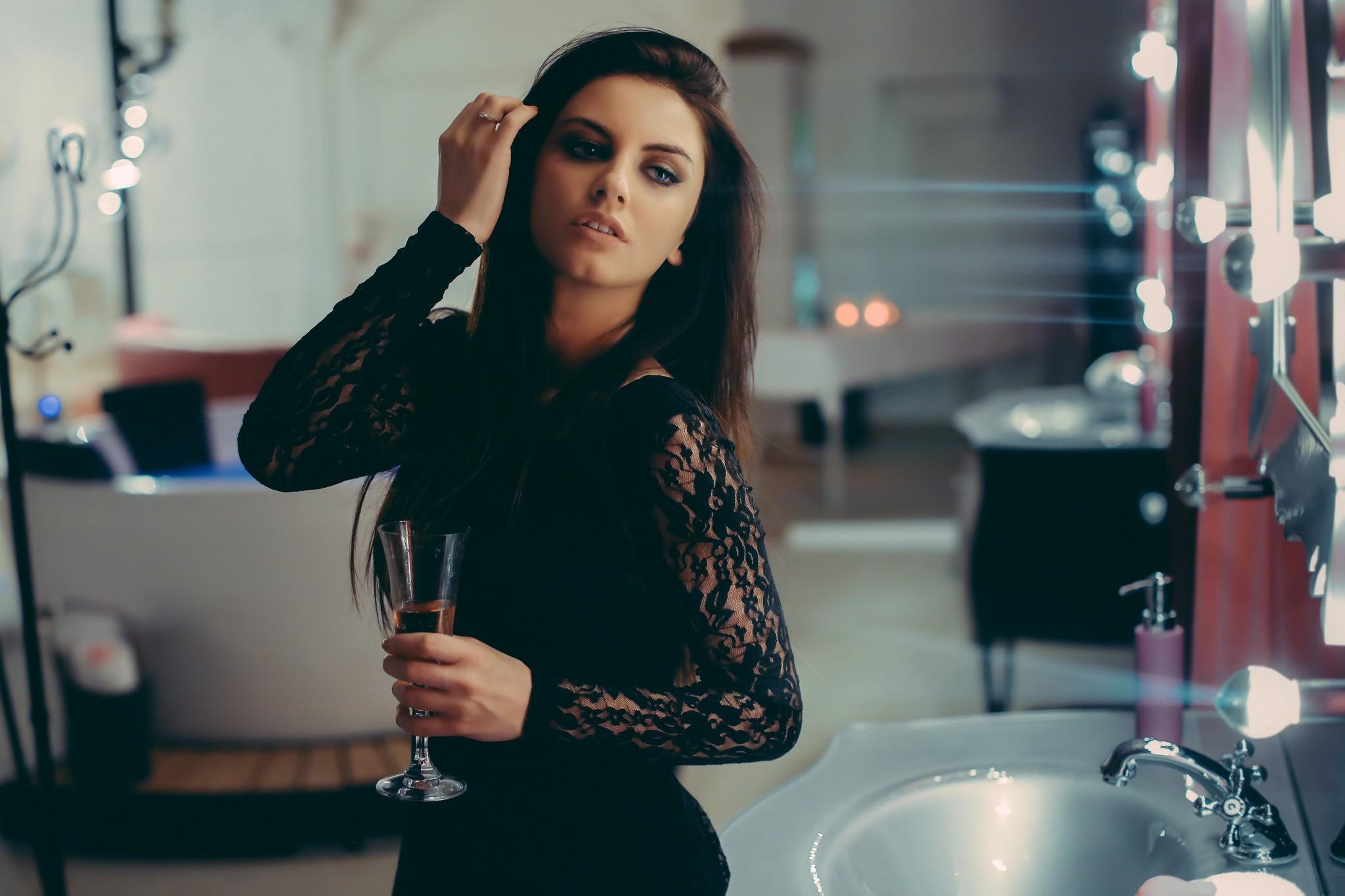 Aurela Skandaj Makeup