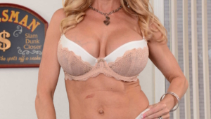 Brandi Love Iphone Sexy Wallpapers