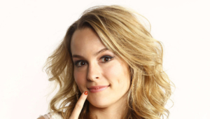 Bridgit Mendler Full Hd