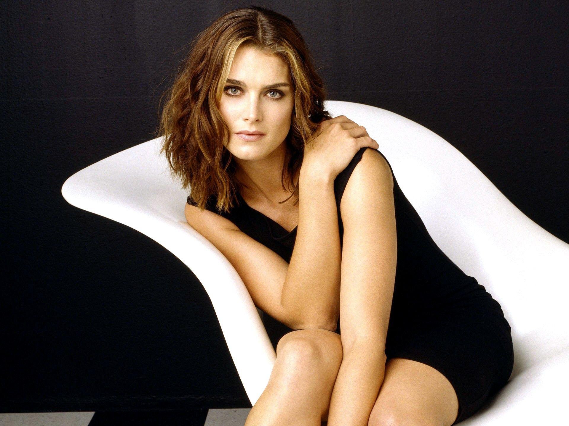 Brooke Shields Background