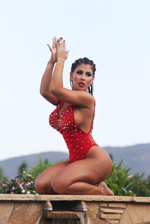 Carmen Ortega Iphone Background