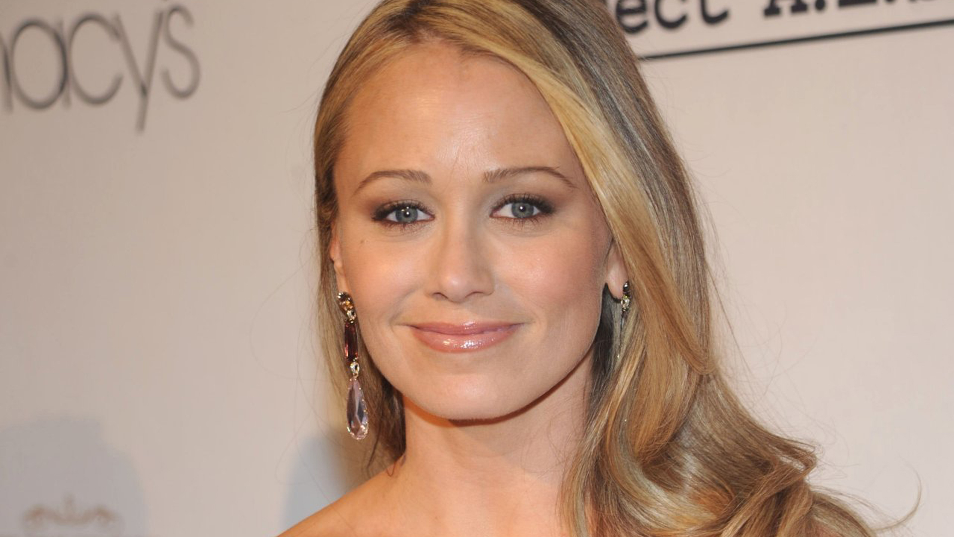 Christine Taylor Hd Background