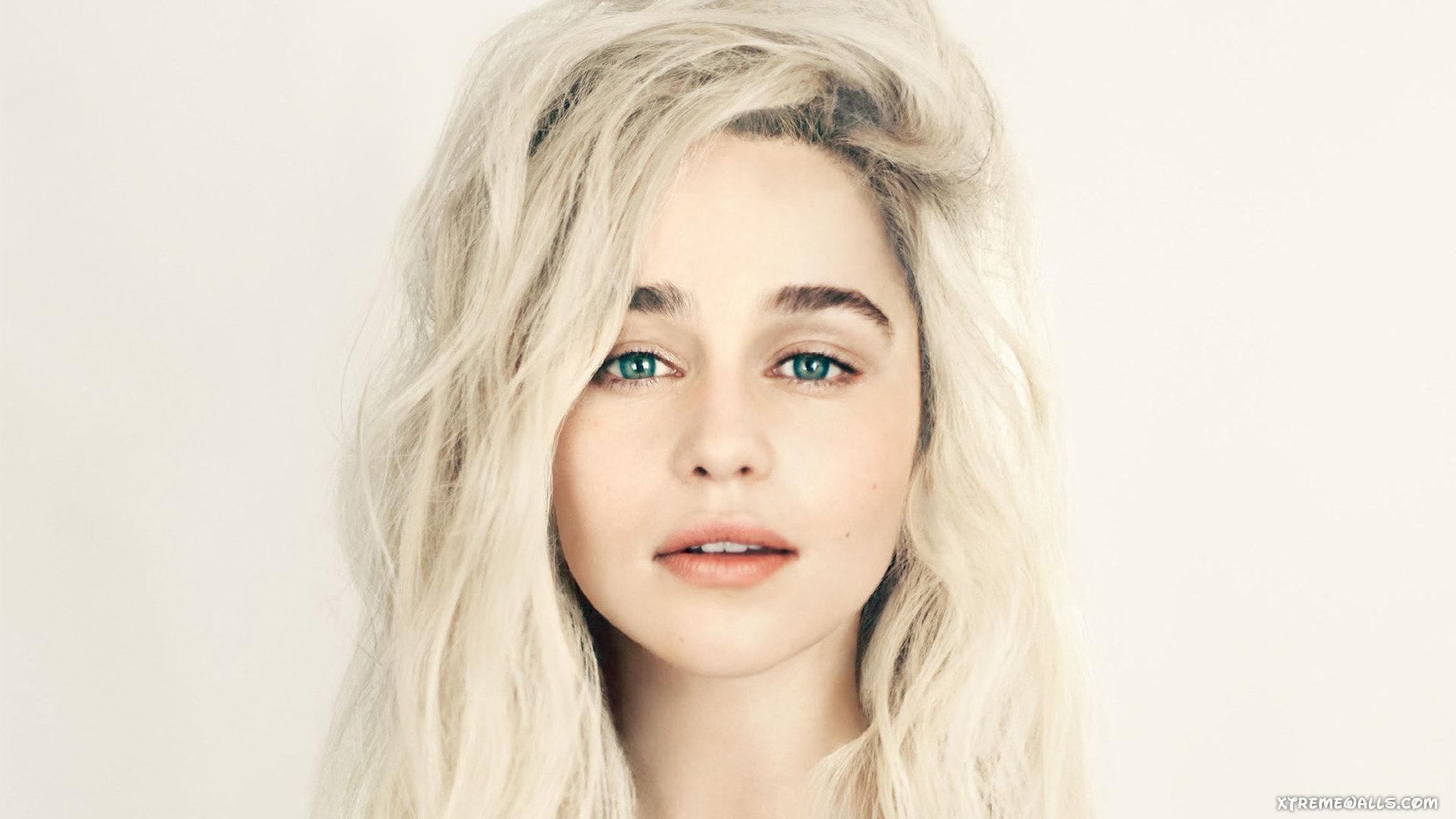 Emilia Clarke Hot
