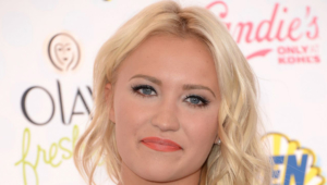 Emily Osment Desktop