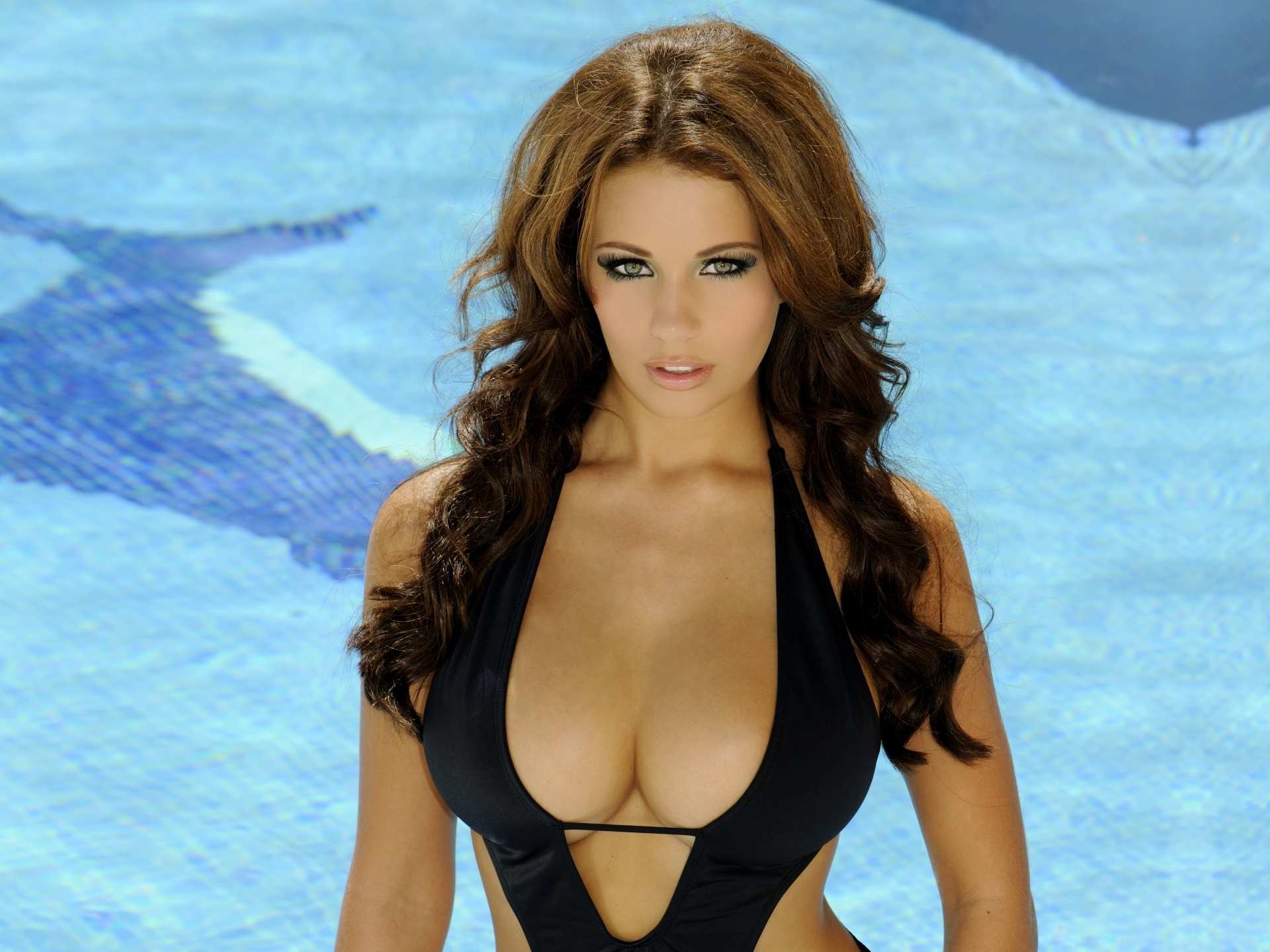Holly Peers Wallpapers Hd