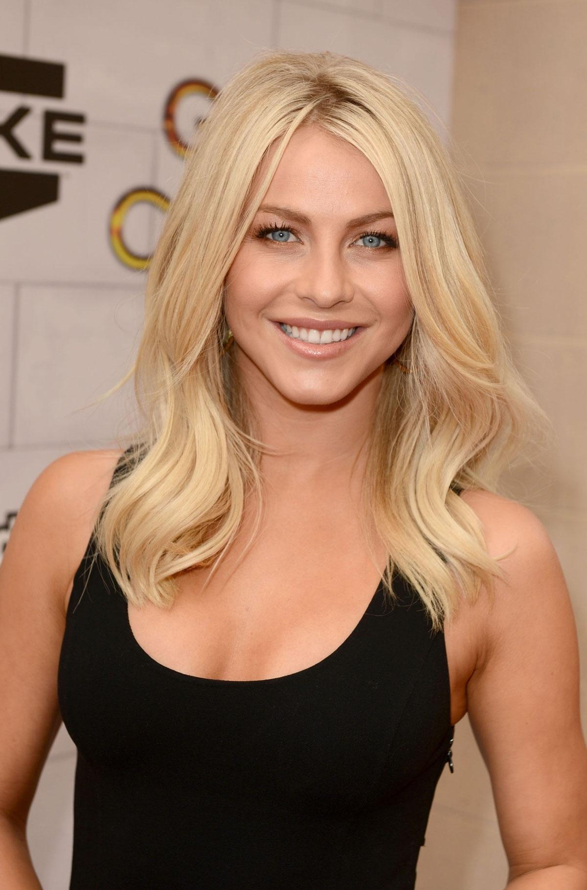 Julianne Hough High Quality Wallpapers For Iphone