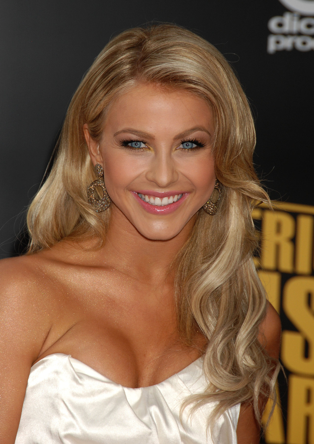 Julianne Hough Iphone Sexy Wallpapers