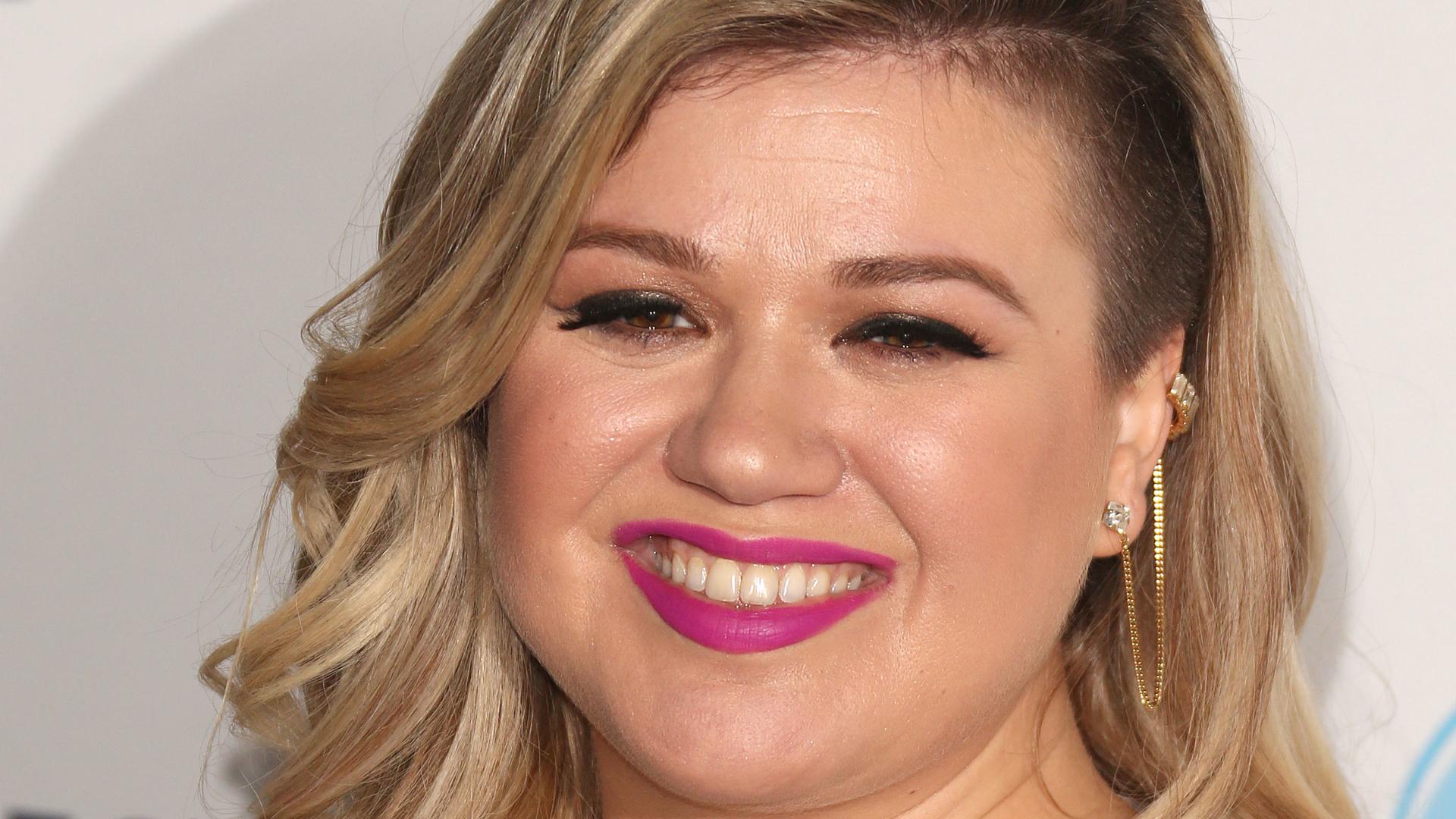 Kelly Clarkson Widescreen
