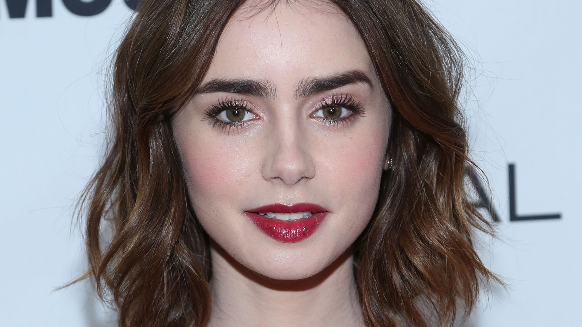 Lily Collins Hd Desktop