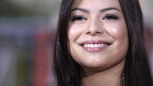 Miranda Cosgrove Hd Background