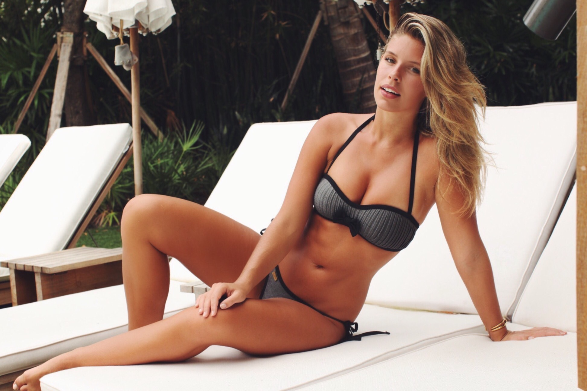 Natasha Oakley Wallpaper
