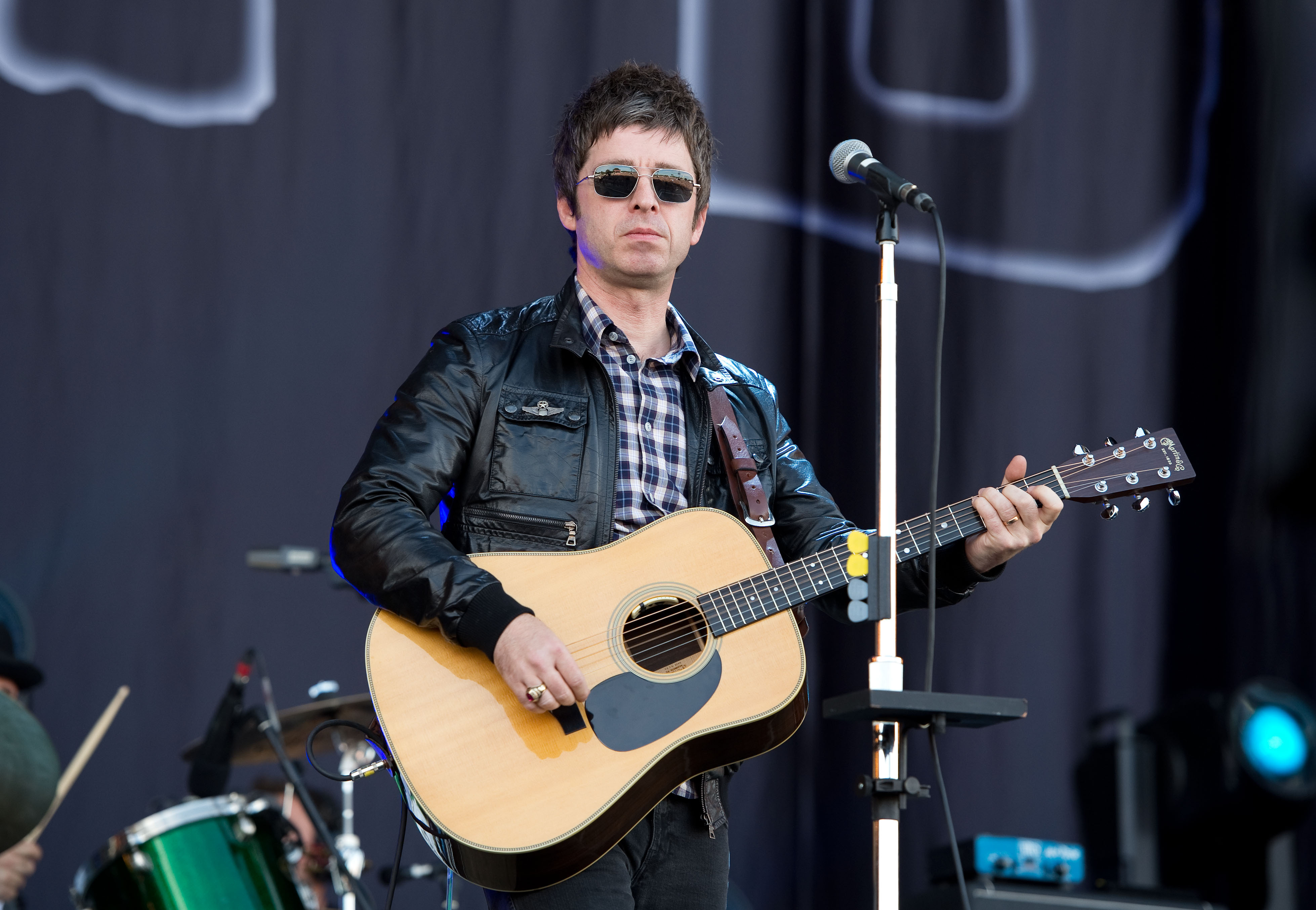 Noel Gallagher Sexy Wallpapers