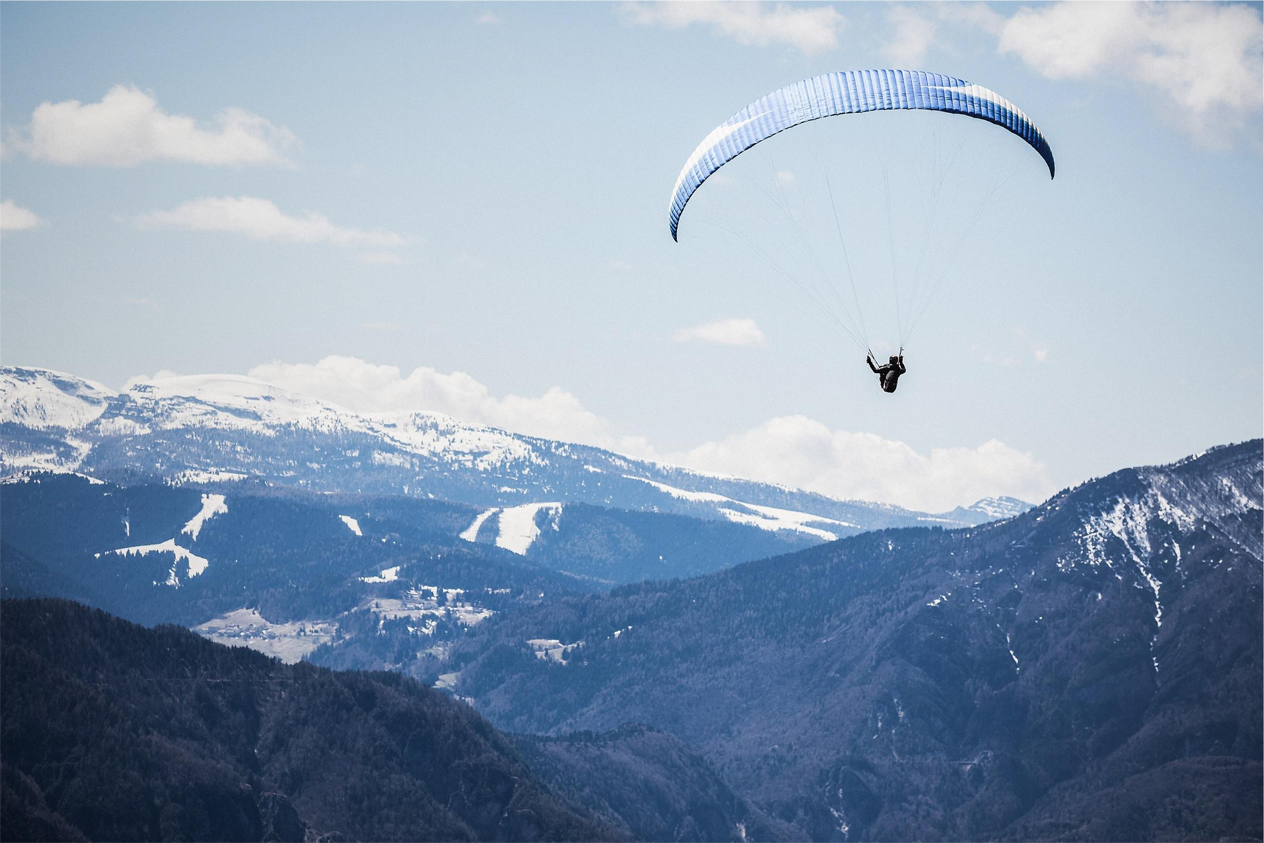 Paragliding Pictures