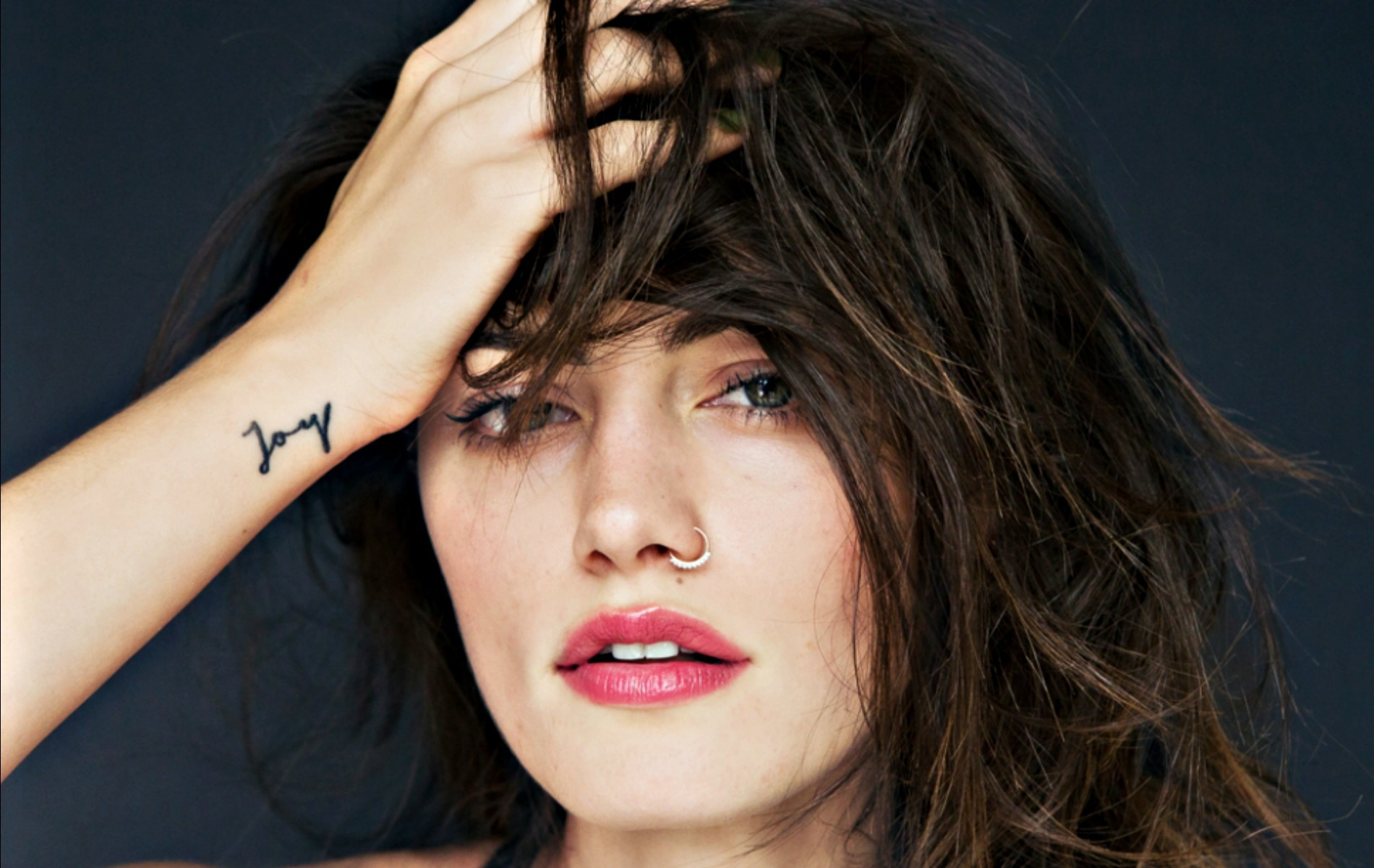 Phoebe Tonkin Pictures