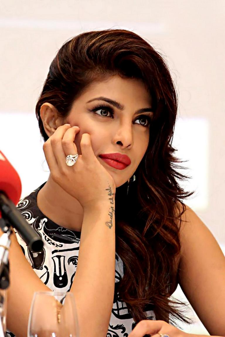 Priyanka Chopra High Quality Wallpapers For Iphone