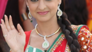 Sanaya Irani Iphone Sexy Wallpapers