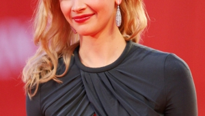 Sarah Gadon Android Wallpapers