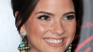 Shelley Hennig Iphone Hd Wallpaper
