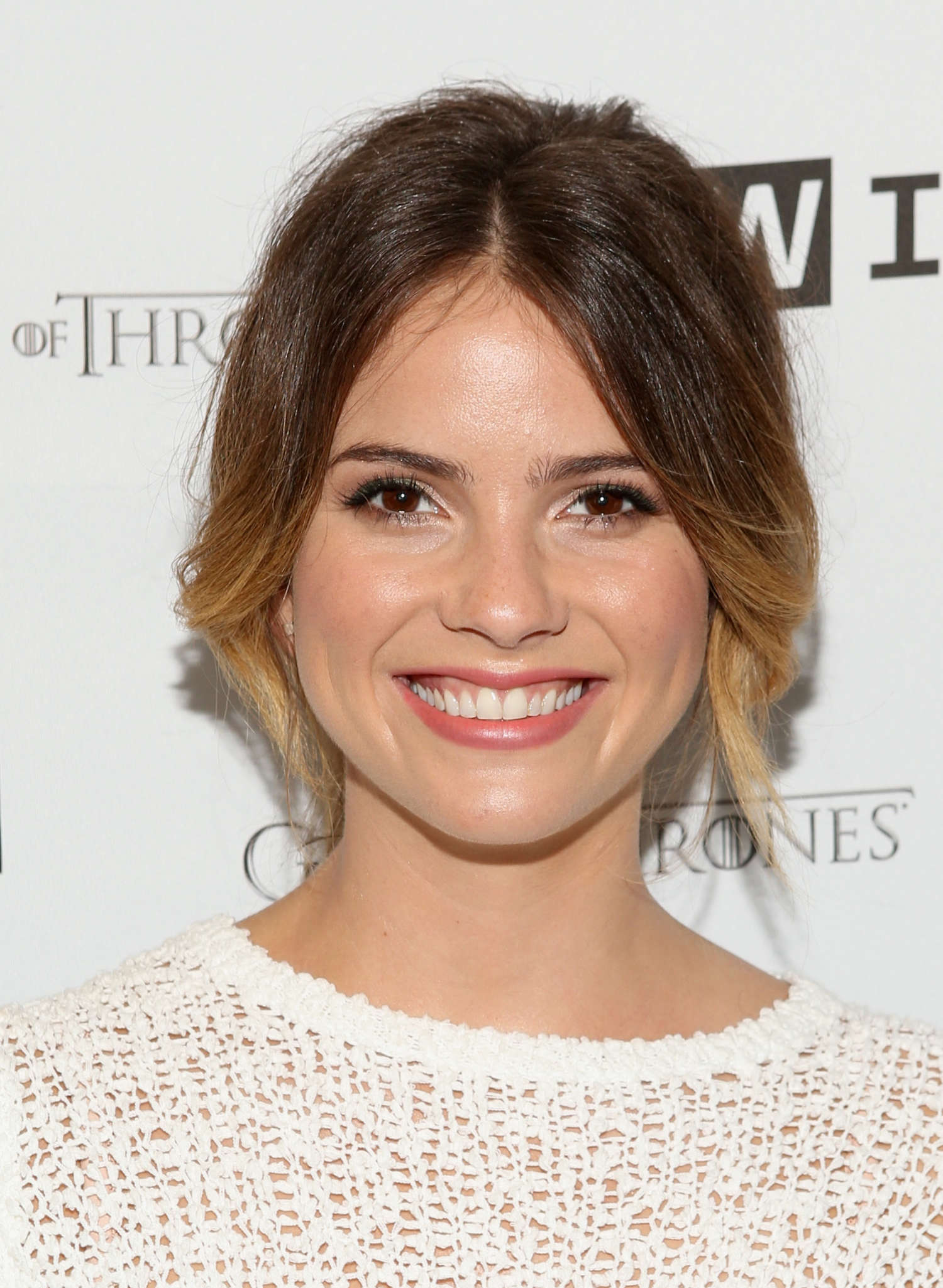Shelley Hennig Smartphone Wallpaper