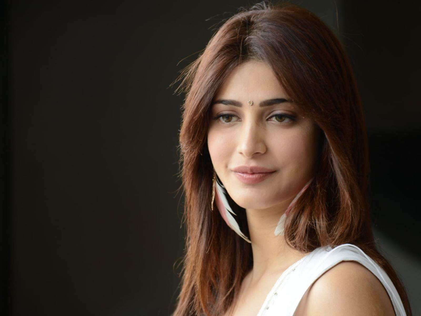 Shruti Hassan Hairstyle