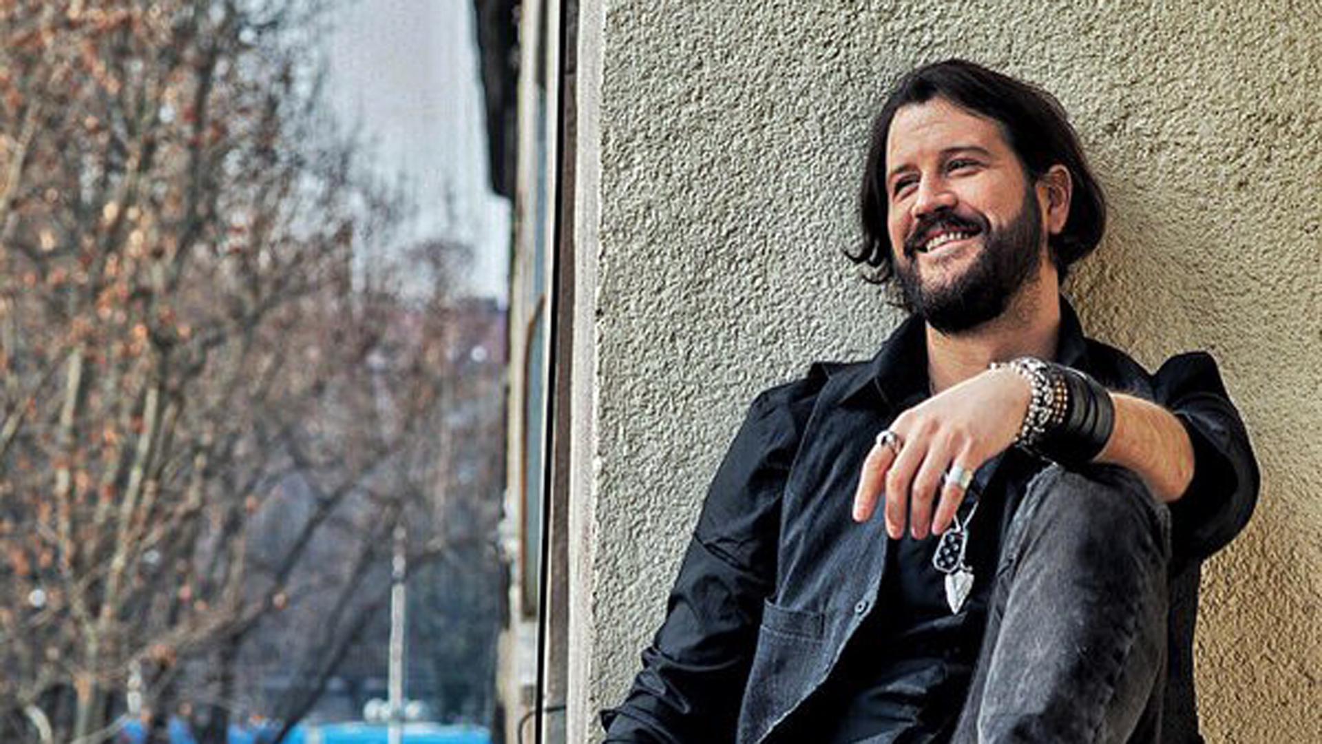 Stefan Kapicic Background
