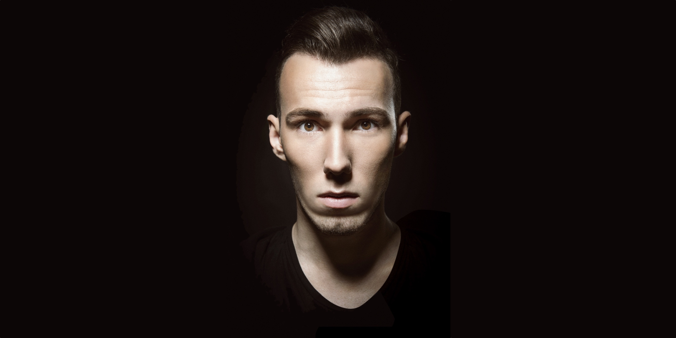 Tom Swoon Wallpaper
