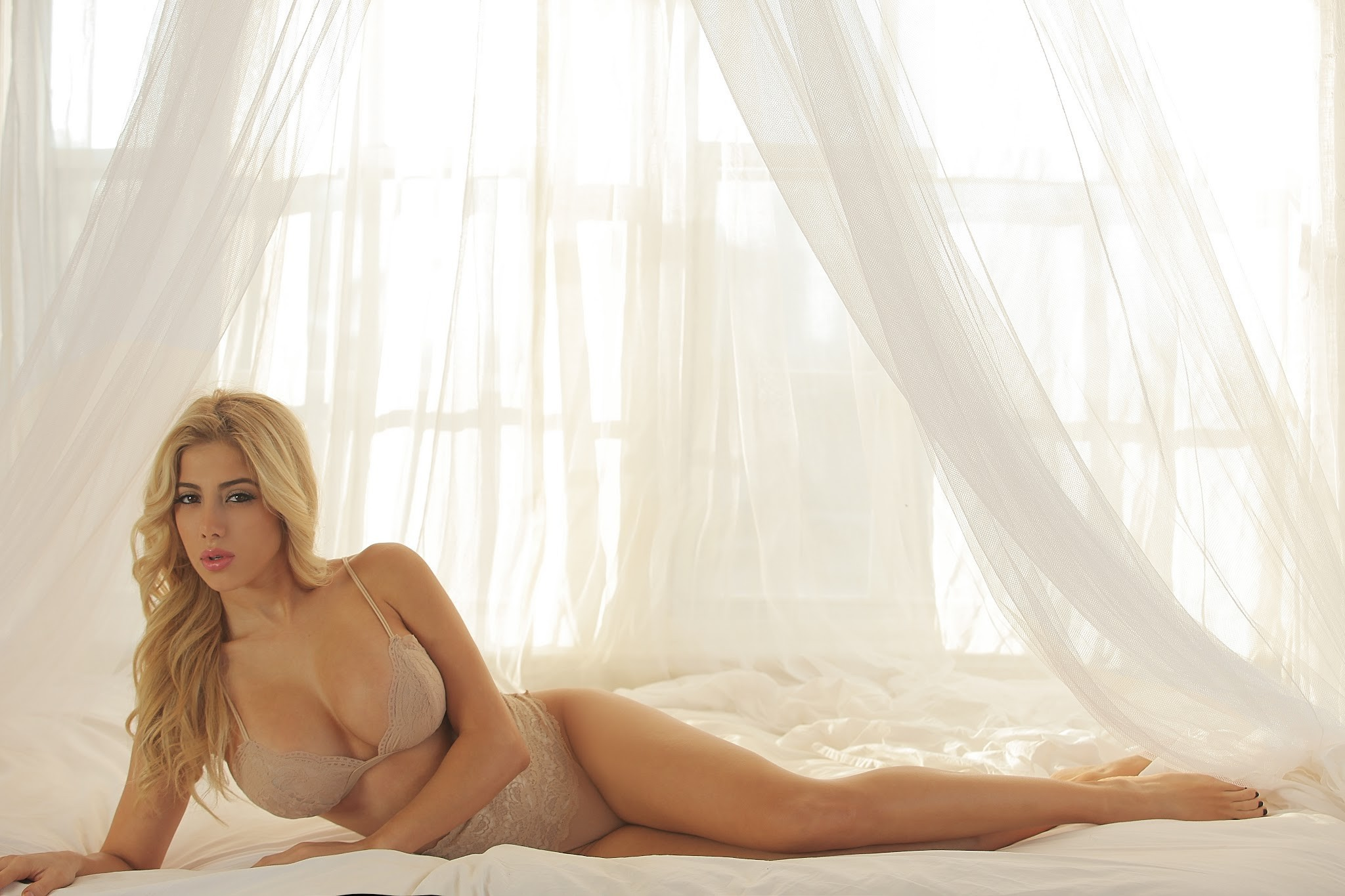 Valeria Orsini Desktop Wallpaper