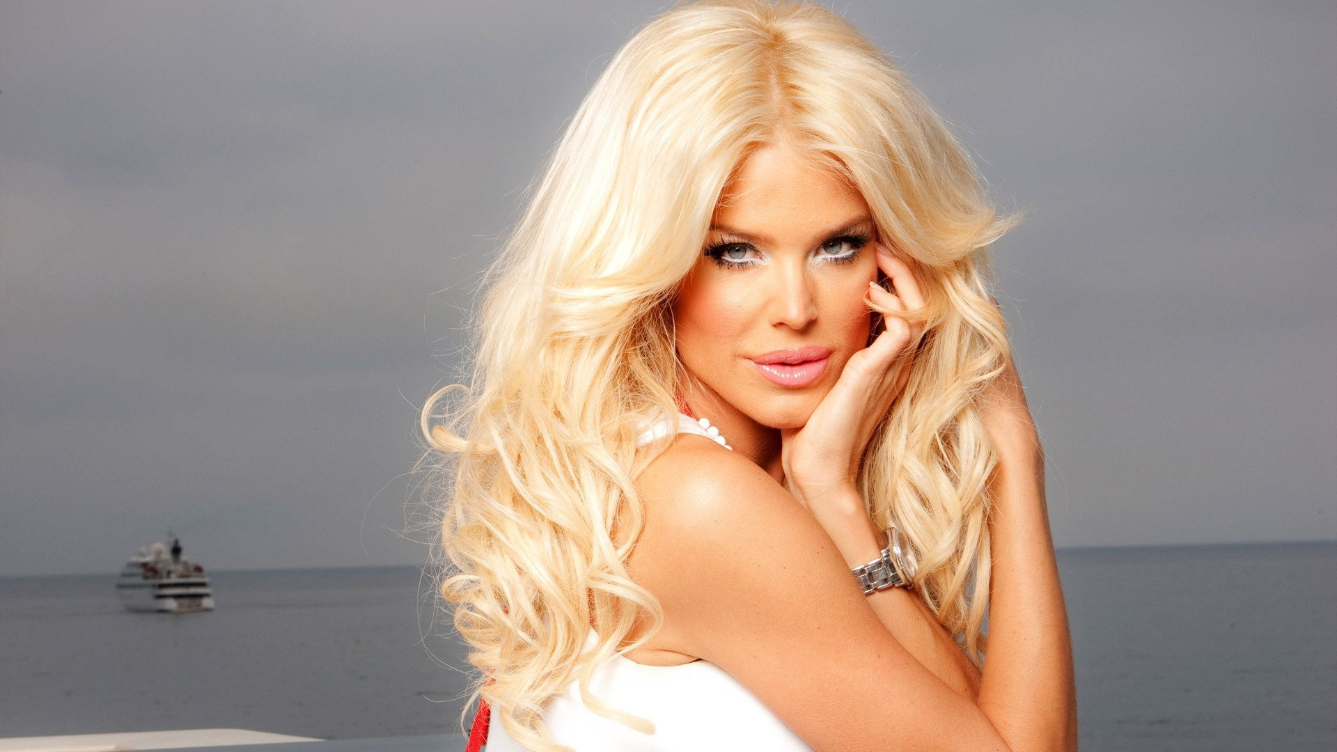 Victoria Silvstedt Pictures