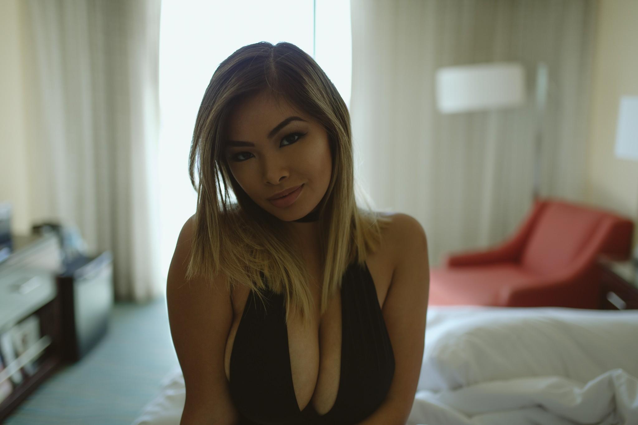 Vivian Chau Photos
