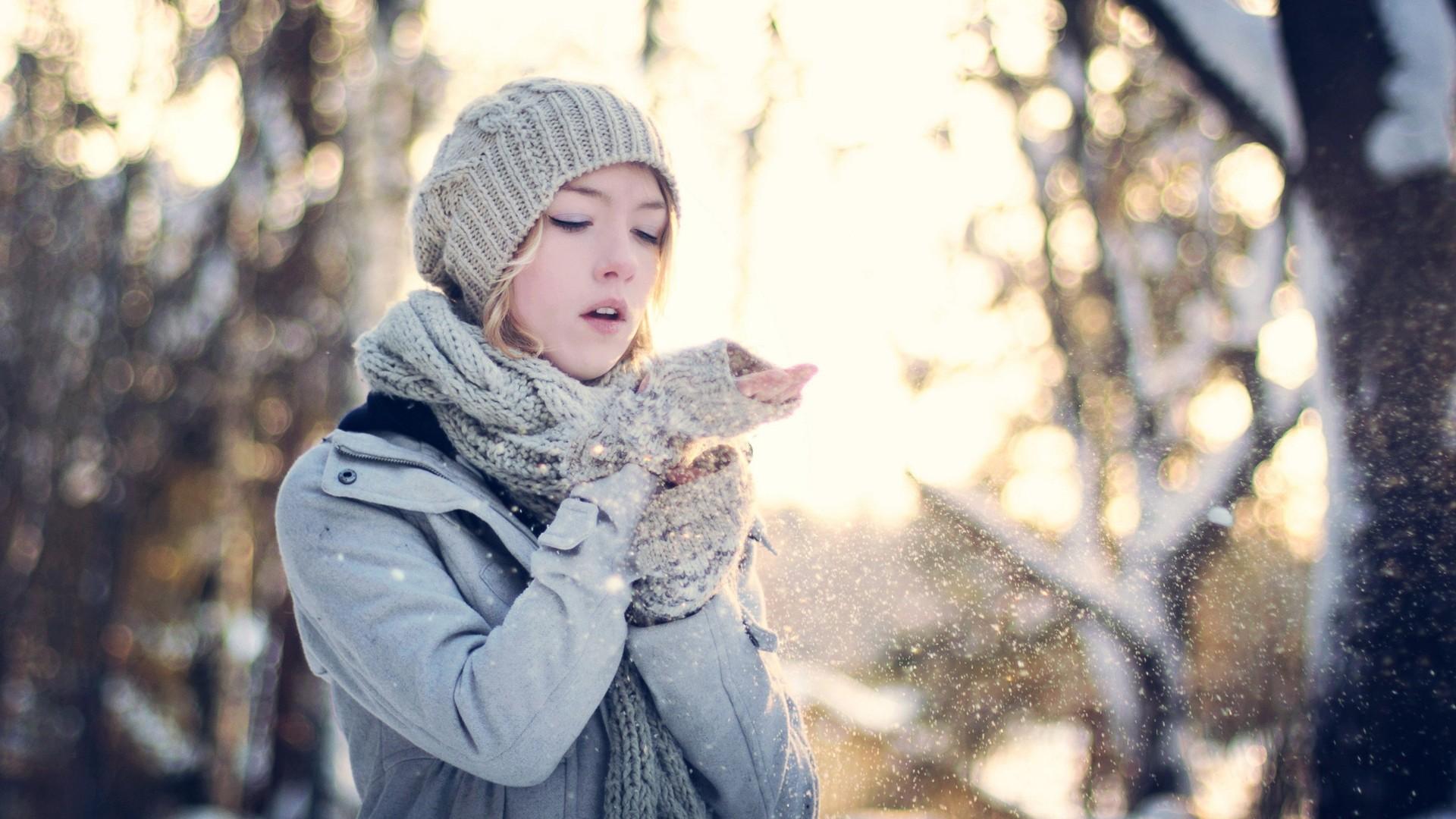 Winter Girl Wallpaper