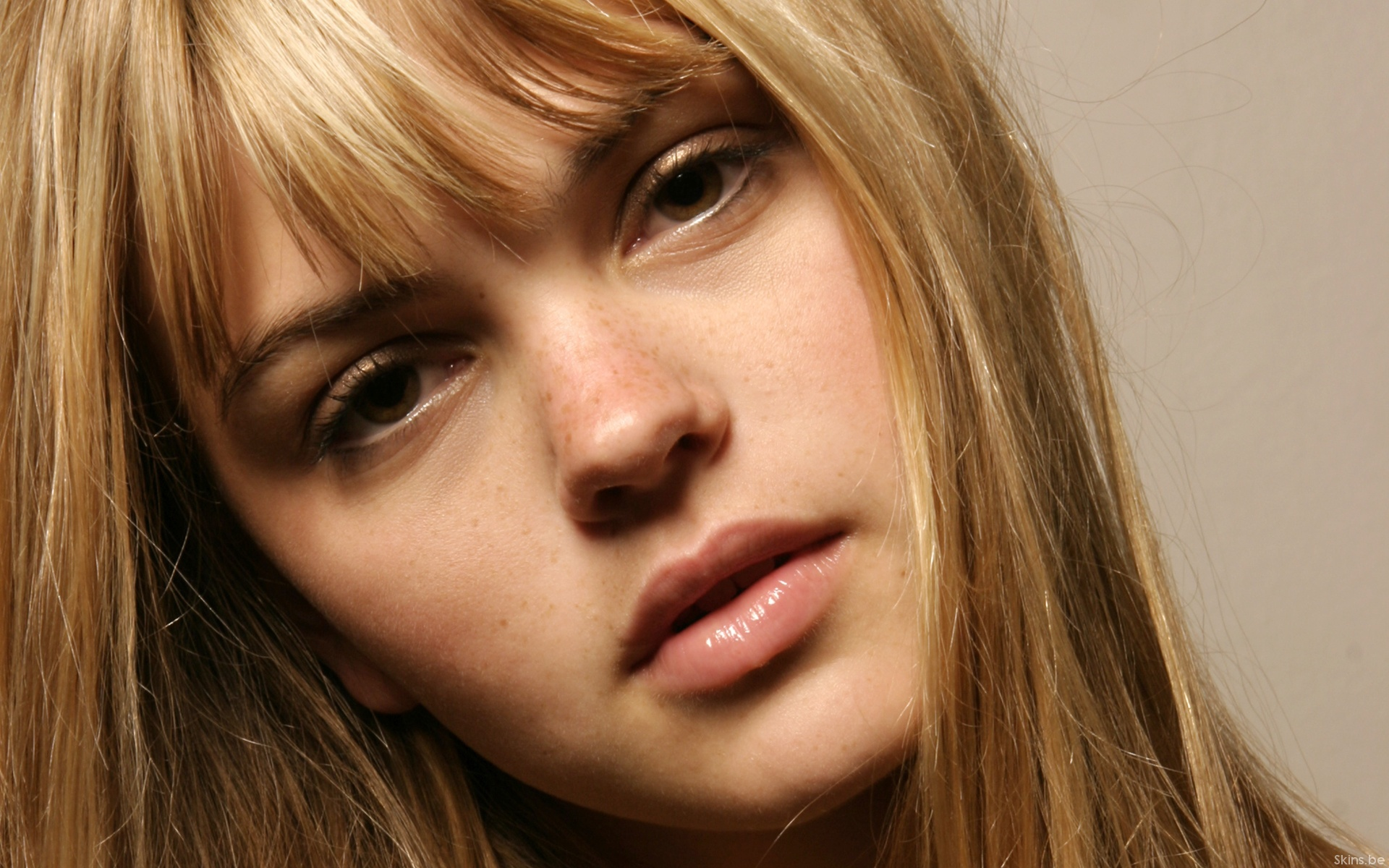 Aimee Teegarden Photos
