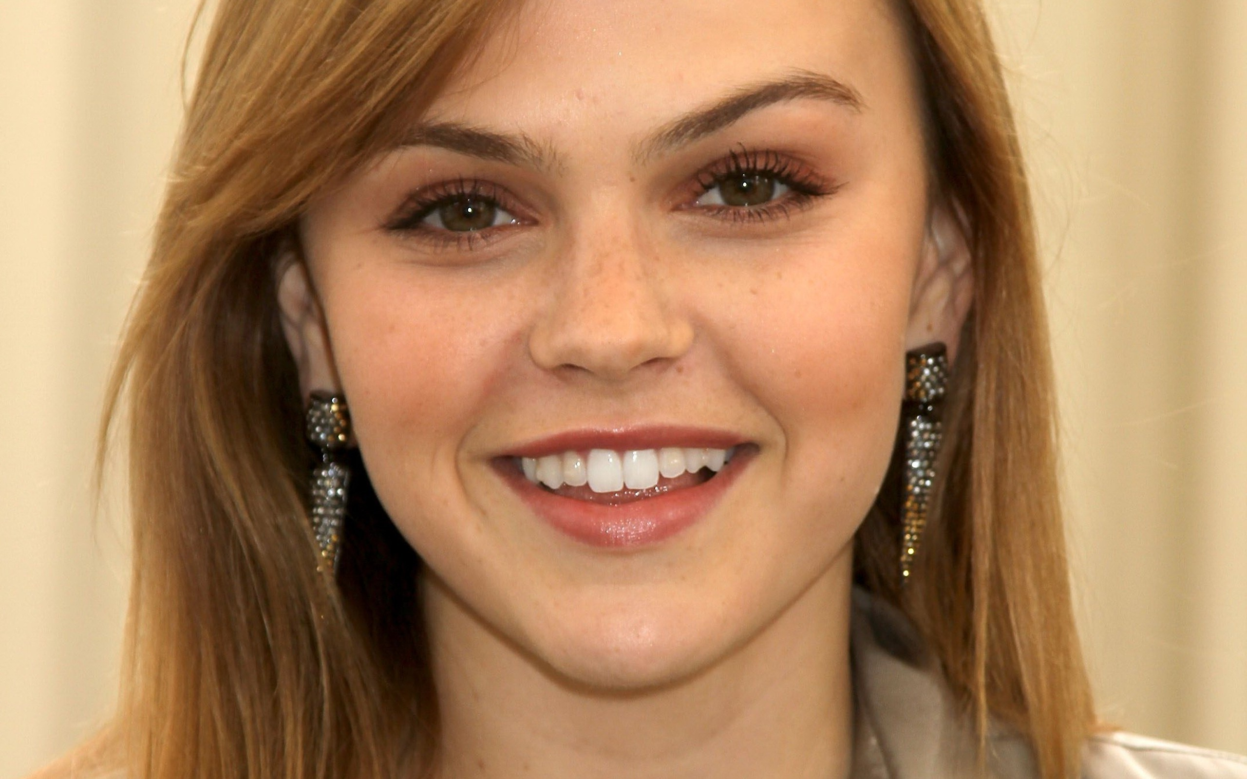 Aimee Teegarden Pictures