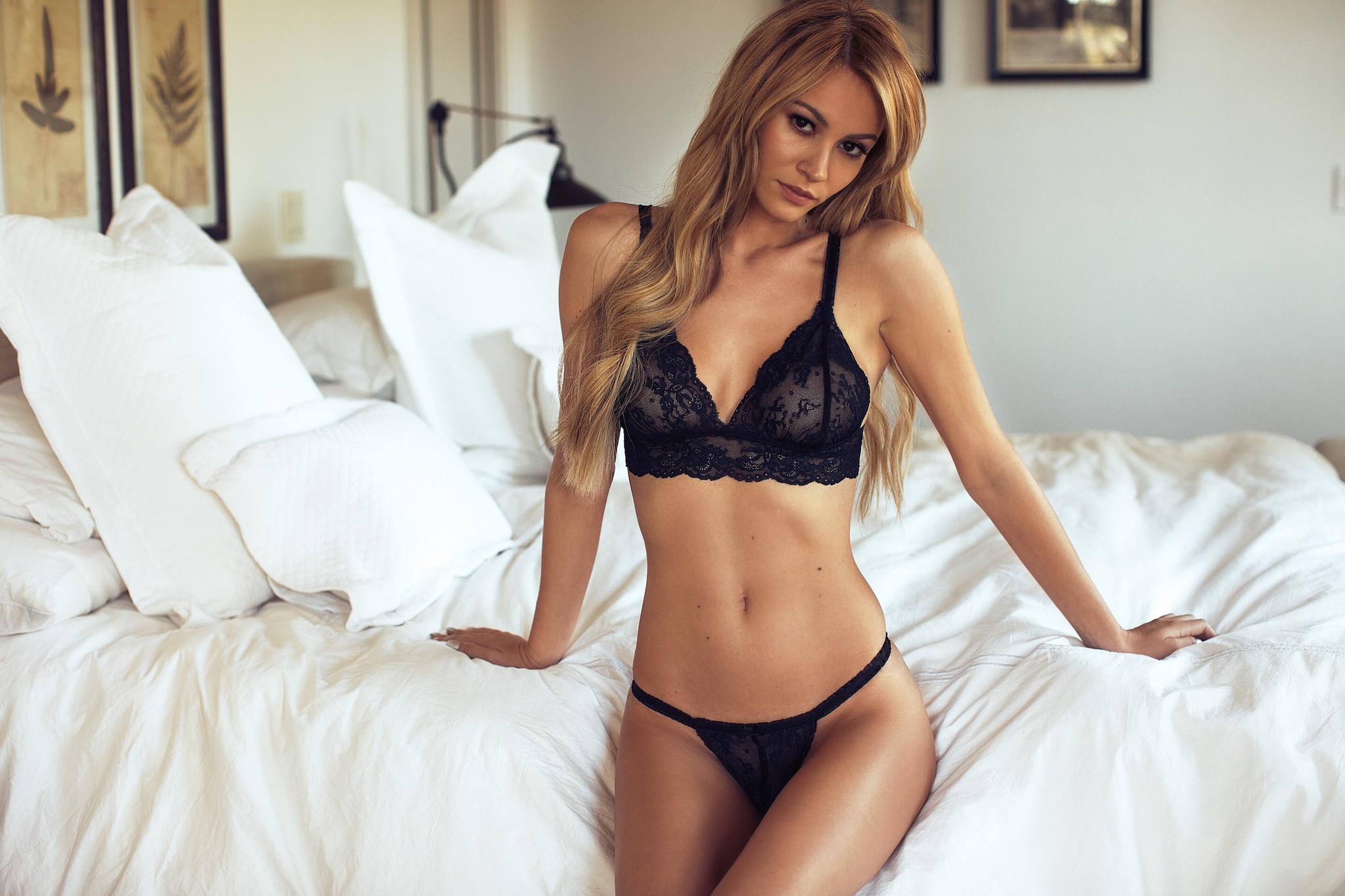 Bryana Holly Widescreen